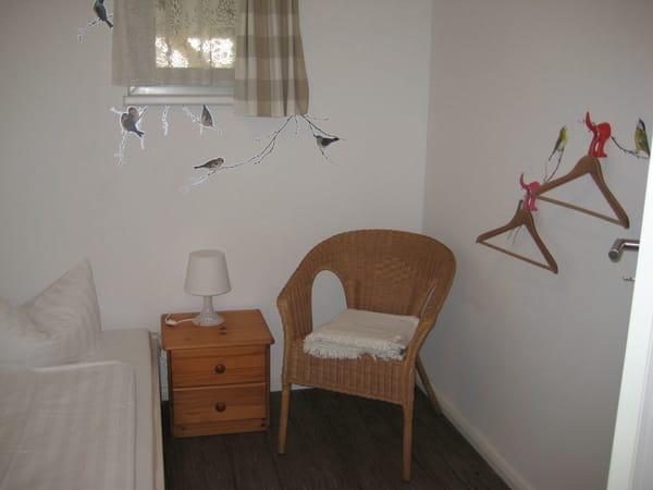 Kinderschlafzimmer 2 mit Zwergenbett (1,70m x 0,70m - bis 50 kg belastbar)