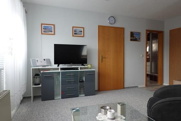 Kleine Schrankwand mit TV und Radio CD, USB und Bluetooth