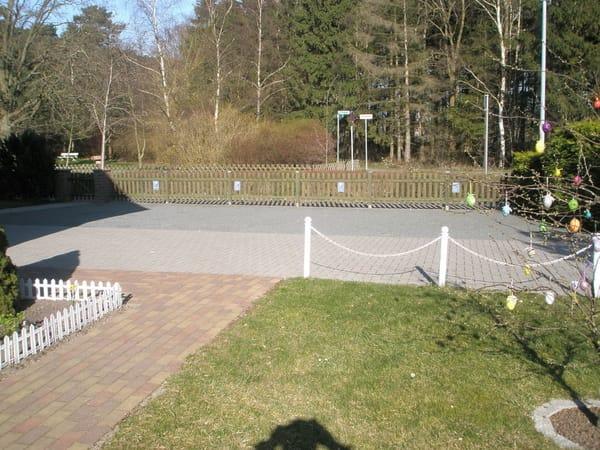 Parkplatz auf dem Grundstück