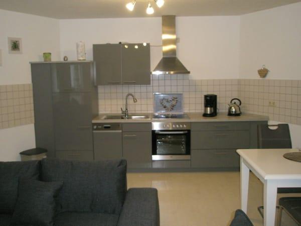 Großer Küchenbereich mit Geschirrspüler