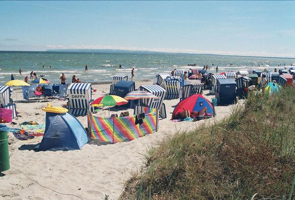 Der 9 km lange Sandstrand liegt nur 800 Meter entfernt.