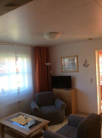 Wohnzimmer, Sessel, Sat-Fernseher