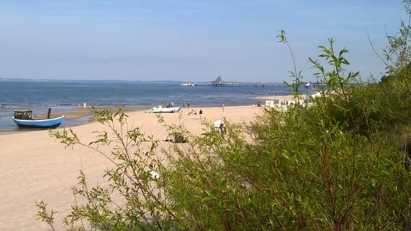Strand mit Blick auf die Seebrücke