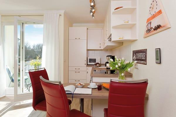Farblich angepasst lässt die Küchenzeile keinen Wunsch unerfüllt.