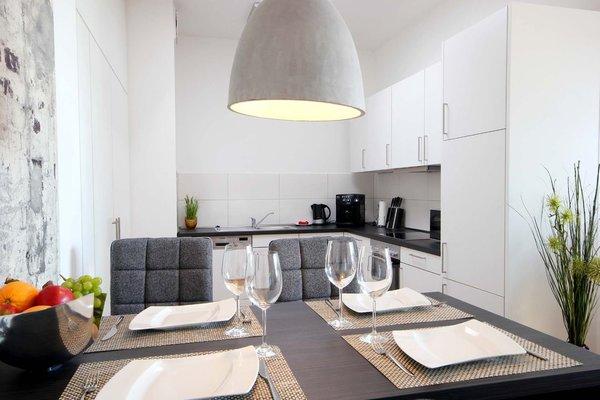 Küchenzeile mit separatem Eßplatz