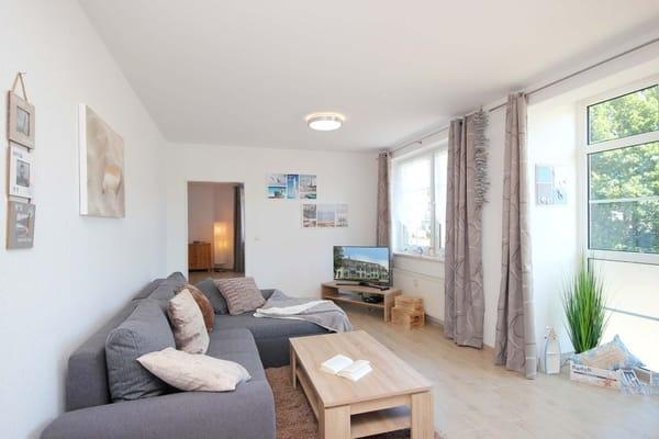 Wohnraum mit zusätzlichem modernen Schlafsofa für die 5. und 6. Person