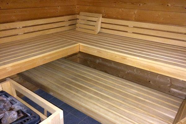 Abstellmöglichkeiten für Fahrräder/Kinderwagen finden Sie im Keller, wo sich auch die hauseigene Sauna, Waschmaschine und Trockner (Münzbetrieb) befinden.
