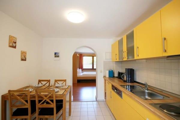 separate Küche mit Essplatz