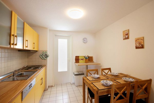 separate Küche mit Essplatz (Bild 2)