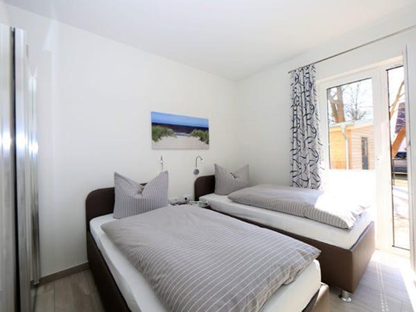 2.Schlafzimmer mit TV
