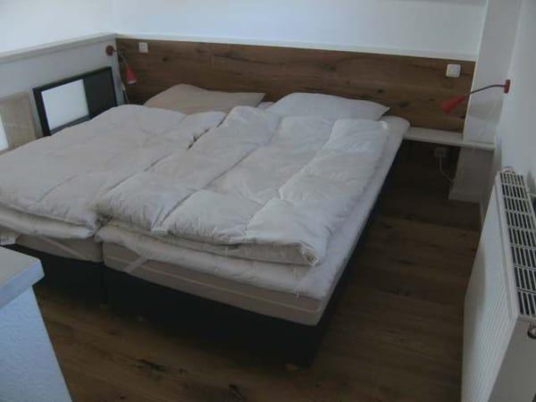 Schlafgalerie mit Ehebett
