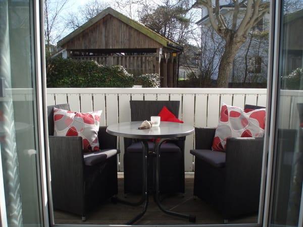 wunderschönen Balkon, der zu einem sonnigen Frühstück einlädt