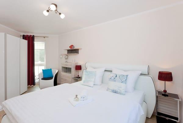 Beide Schlafzimmer sind jeweils mit einem bequemen Doppelbett ausgestattet ...