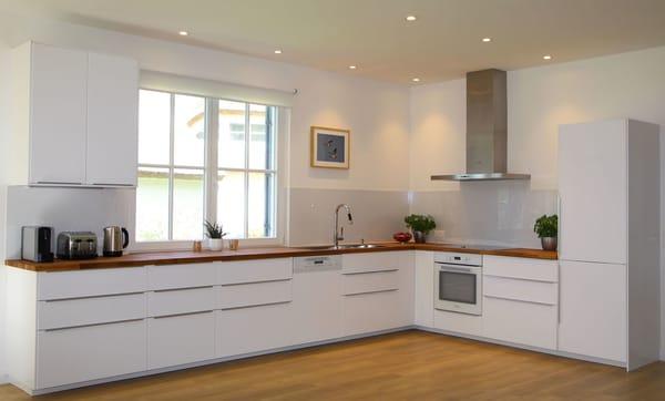 Wir möchten, dass Sie einen entspannten Urlaub verbringen und haben bei der Einrichtung der Küche gleichermaßen Wert auf optimale Funktionalität aber auch Gemütlichkeit gelegt.