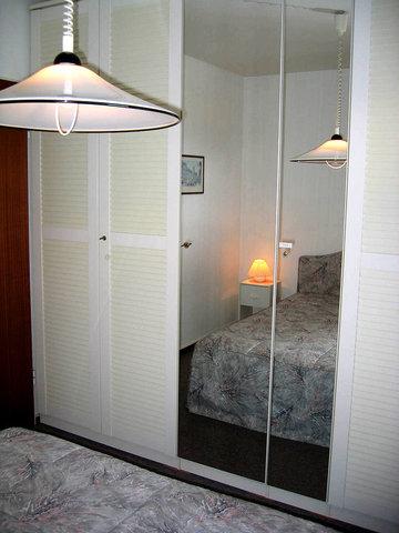 Schlafzimmer mit viel Schrankraum