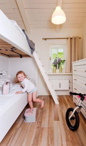 Das Kinderschlafzimmer mit einem Etagenbett (je 90x200), eignet sich nicht nur für Klein Pia, sondern auch für Erwachsene als ideales Schlafgemach.
