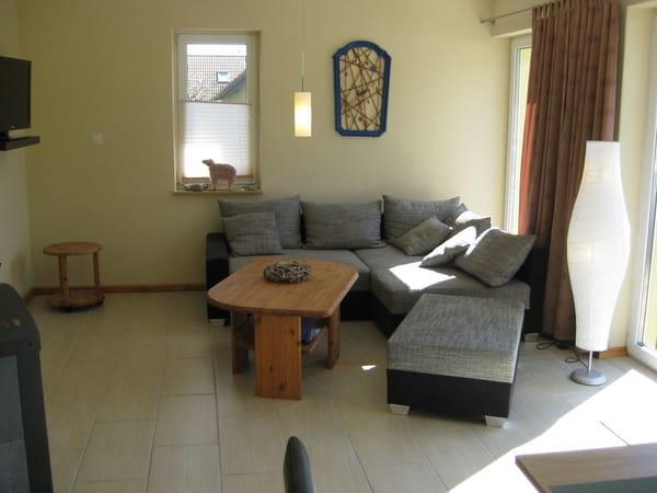 Wohnbereich mit gemütlicher Sitzecke, SAT TV und Kamin