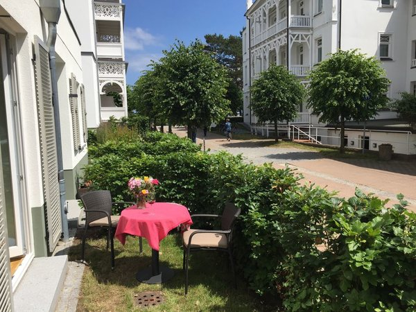 Kleiner Garten mit seitlichem Meerblick