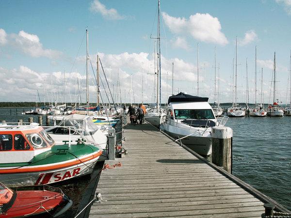 Der Hafen von Breege - von hier aus können Sie nach Hiddensee aufbrechen oder direkt zu den Störtebeker-Festspielen rüber setzen.