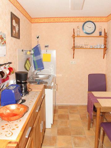 Küche mit Mobiliar