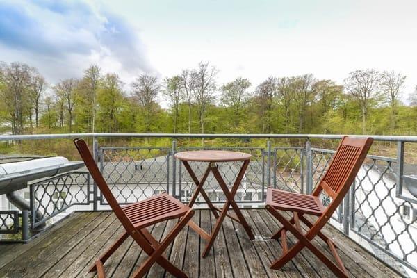Balkon mit Aussicht auf den Buchenwald