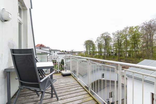 Balkon mit Blick zum Buchenpark