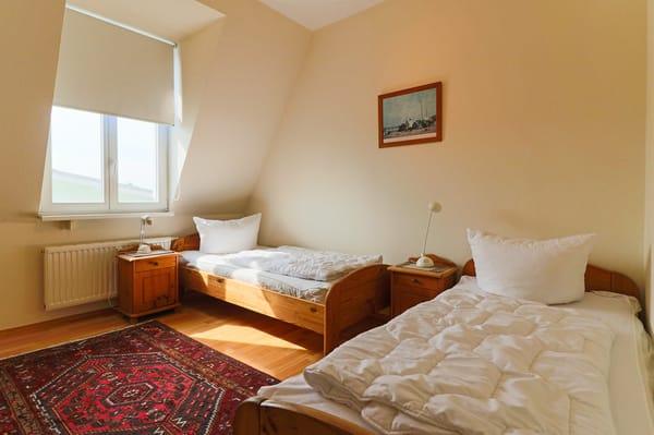 2. Schlafzimmer mit 2 einzelnen Betten