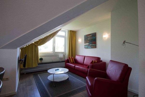 Wohnbereich mit Schlafsofa und TV