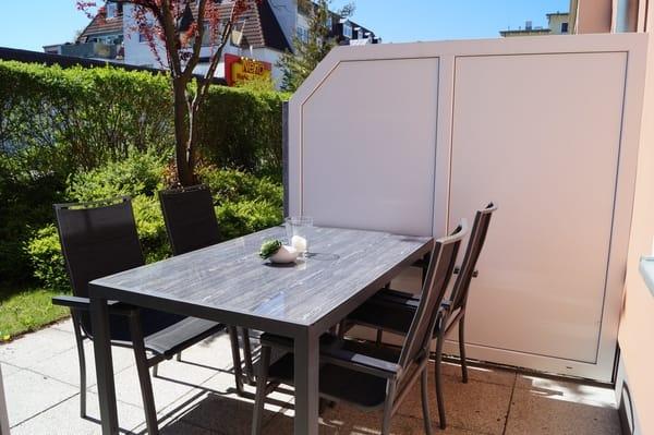 Ein sonniger Platz auf der Terrasse