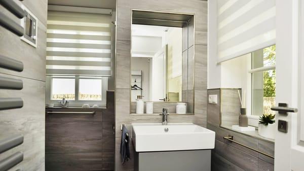Bad mit Dusche und Sauna im EG