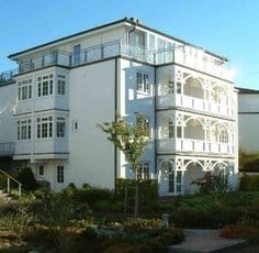 Blick auf das Haus und die Wohnung Bernstein ganz oben