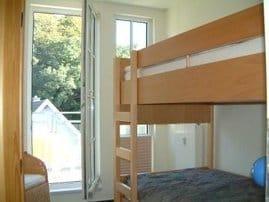 Das zweite Schlafzimmer mit Etagenbetten ist auch für Erwachsene geeignet
