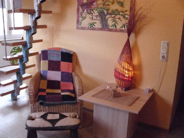 Wohnbereich mit Treppe zum Spitzboden