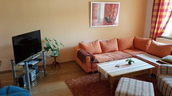Wohnzimmer - Eckcouch und TV