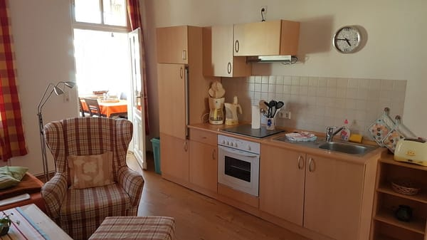 Wonzimmer - Blick auf Küchenzeile und Veranda