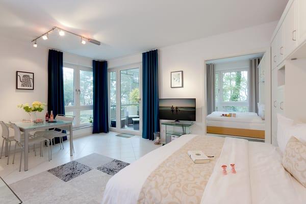 ... in eine Schlafstätte für zwei Personen verwandeln und tagsüber einfach einklappen, so können bis zu vier Personen Ihren Urlaub in diesem Appartement genießen.