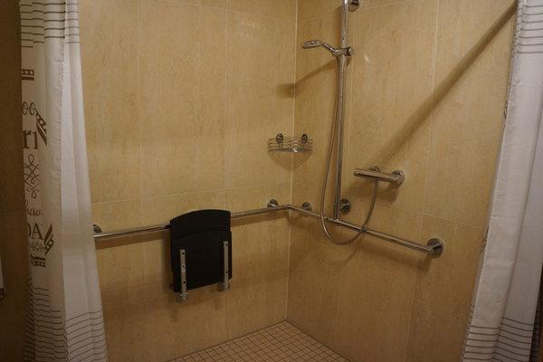 Große ebenerdige Dusche