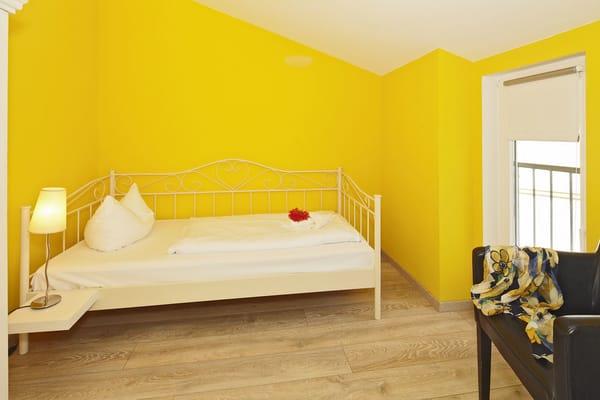 ... und ein zweites mit einem gemütlichen Einzelbett (80x200cm) warten auf Sie.