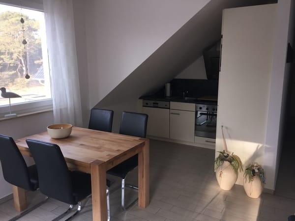 Die kleine Küche ist voll ausgestattet