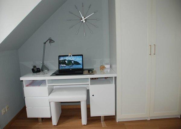 Schreibtisch im separaten Zimmer