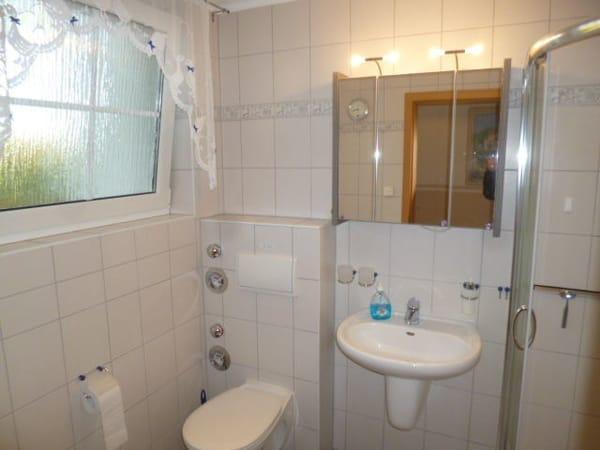 Bad mit Milchglasfenster