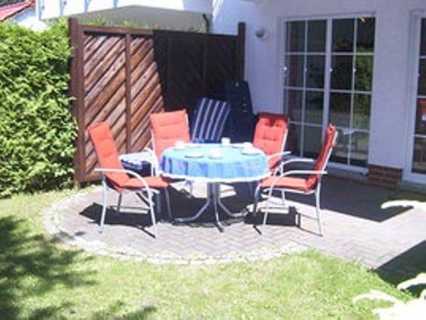Terrasse mit Alu-Gartenmöbeln