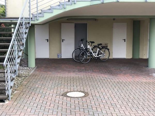 Stellplatz und Fahrradraum