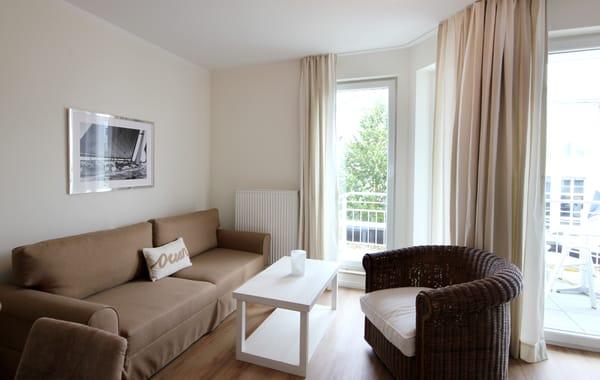 moderner Wohnbereich mit gemütlicher Sitzgruppe
