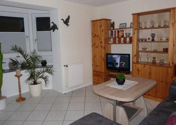 Wohnzimmer mit sonnigem Erker