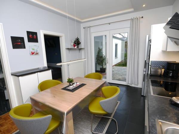 Küche mit Ausgang zur eigener Terrasse, Grill