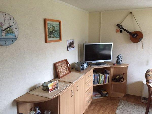 Wohnraum  mit LED TV u. Radio/CD