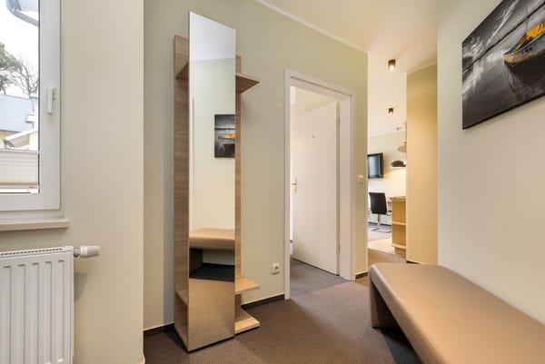 Hier im Bild der Eingangsbereich mit Garderobe.