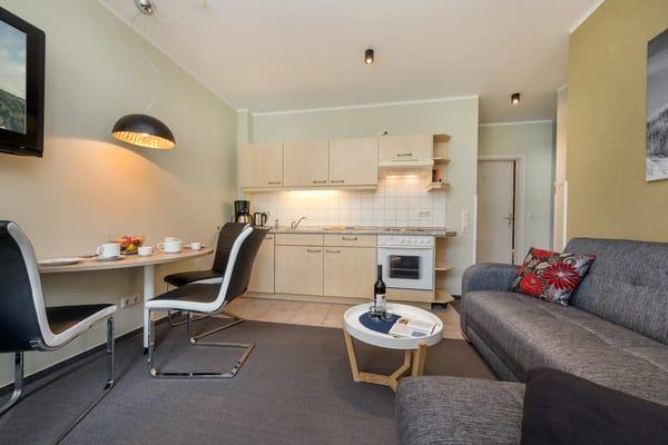 Eine strandnah und zentrumsnah gelegene, moderne Ferienwohnung erwartet Sie! WLAN steht kostenfrei für Sie bereit.