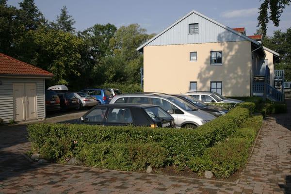 Kostenloser Parkplatz hinter dem Haus